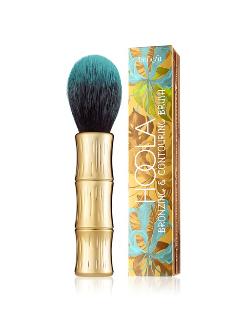 Closeup   benefit   hoola bronzing   contouring brush