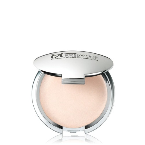 Closeup   hellolightilluminizer 20cream